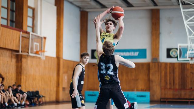 """""""Tornado"""" krepšinio mokyklos komandos galėjo džiaugtis atnaujintu sezonu, bet ne pergalėmis"""