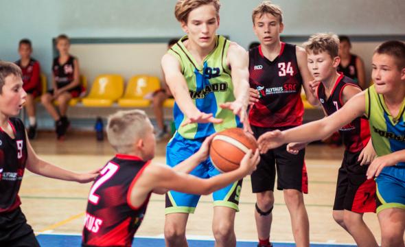 2007 ir 2008 m. gim. berniukai Lietuvos moksleivių krepšinio lygoje nusitaikė į atkrentamąsias