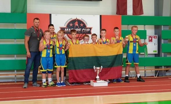 2011 m. gim. rinktnė iš Latvijos parsivežė aukso medalius